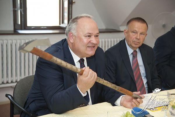 starosta Terchivej s Jánošíkoovu valaškou